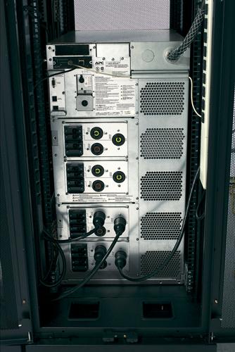 APC Symmetra LX 8kVA Scalable to 16kVA N+1 Rack-mount, 220<wbr/>/230<wbr/>/240V or 380<wbr/>/400<wbr/>/415V